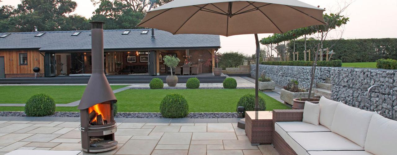 A garden for entertaining in Charlesworth Design Minimalist style garden