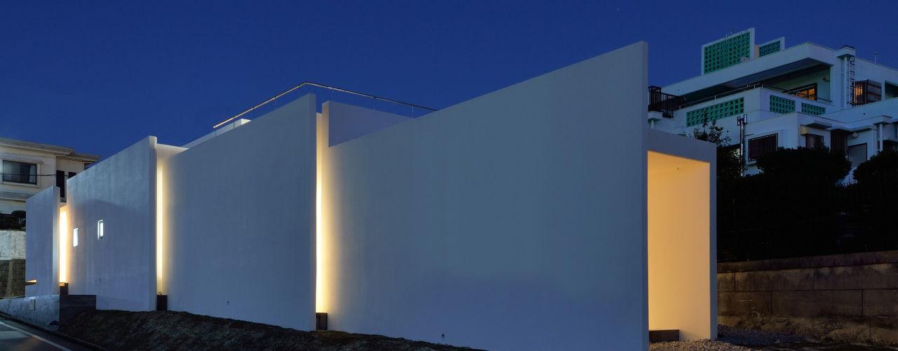 ケイシャチノイエ 久友設計株式会社 モダンな 家 鉄筋コンクリート 白色