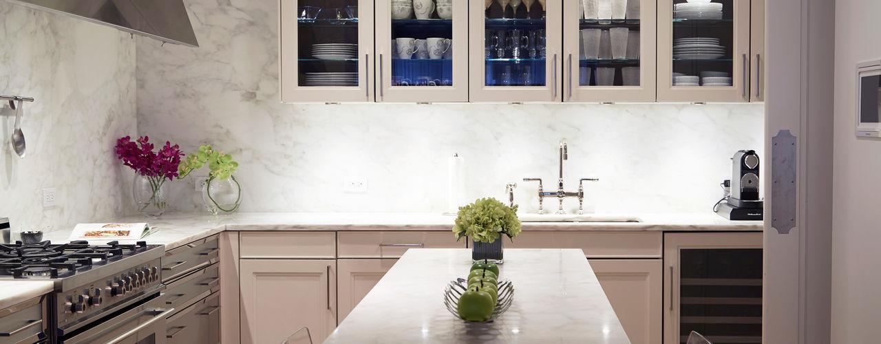 New York City Family Home JKG Interiors Cozinhas clássicas Mármore Branco