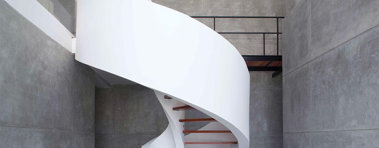 CINTA ESCALERA Chetecortés Vestíbulos, pasillos y escalerasEscaleras Concreto Blanco
