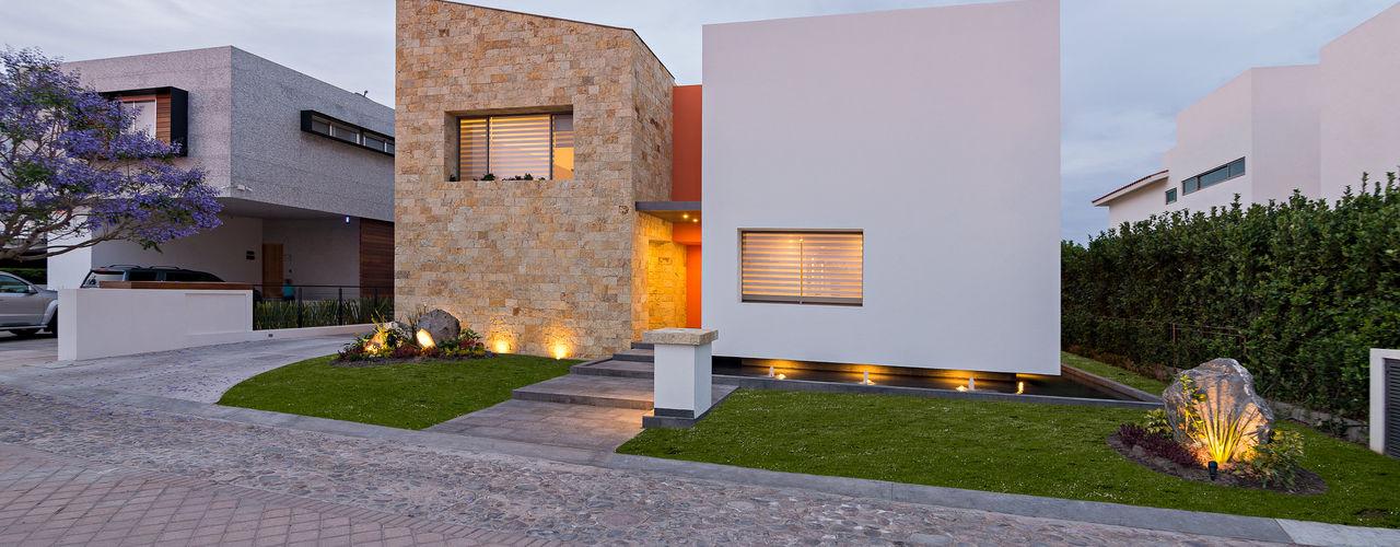 CASA DEL PARQUE espacio NUEVE CERO UNO Casas modernas Piedra Beige