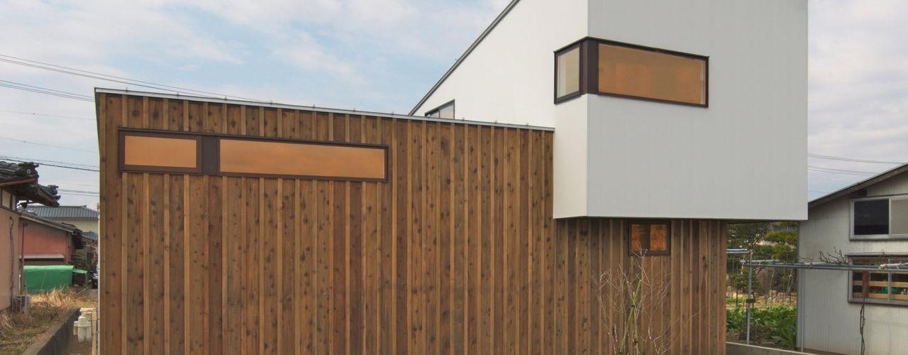 アウトドアが日常になる中庭を囲む家 加藤淳一級建築士事務所 モダンな 家 木