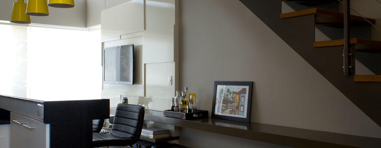 TM HOME - Vila Mariana Semíramis Alice Arquitetura & Design Salas de estar modernas Cinza