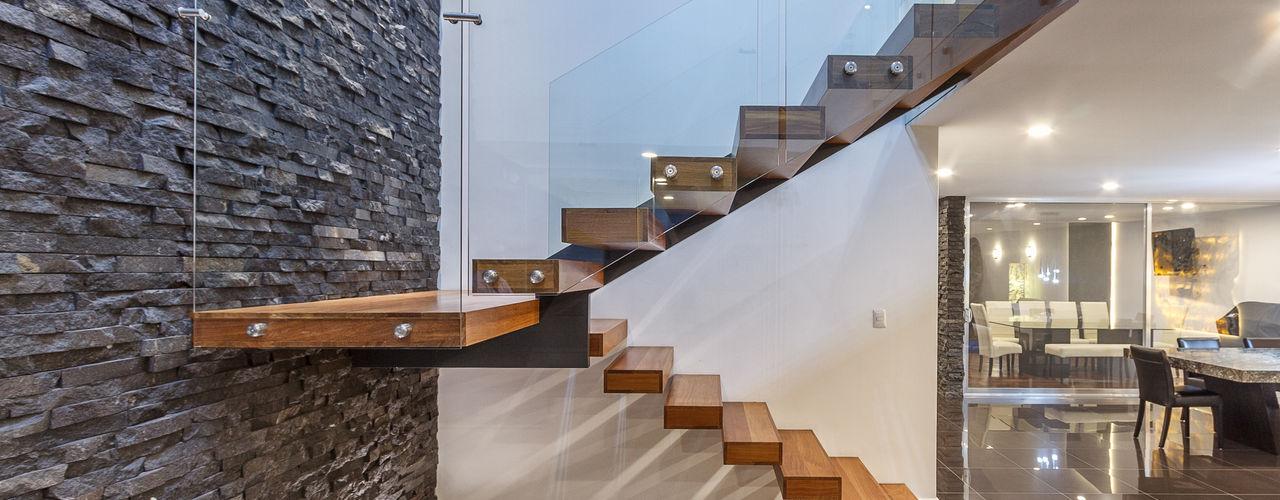 CASA CUMBRES DEL ZAMORANO SANTIAGO PARDO ARQUITECTO Pasillos, vestíbulos y escaleras modernos