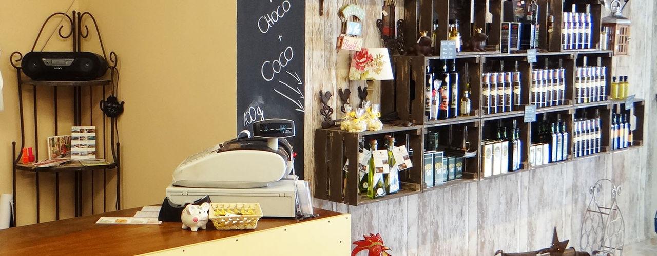 MiGusto- Tienda de Delikatessen y Regalos ADesign mallorca Espacios comerciales de estilo rústico Acabado en madera
