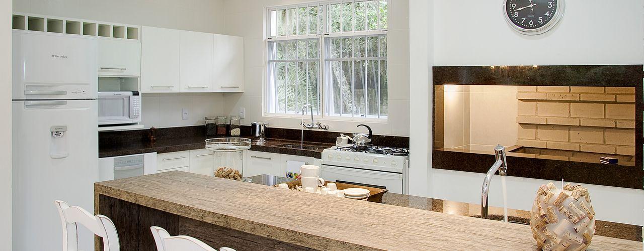 Maciel e Maira Arquitetos Rustic style dining room