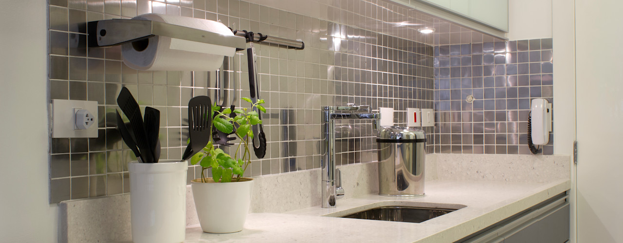 RG HOME - Moema Semíramis Alice Arquitetura & Design Cozinhas minimalistas Cinza