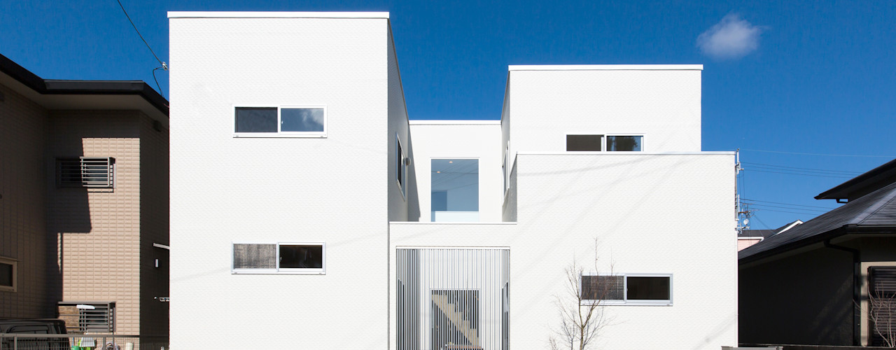 中庭で家族がつながる家 コンフォート建築設計工房 ガレージ&小屋