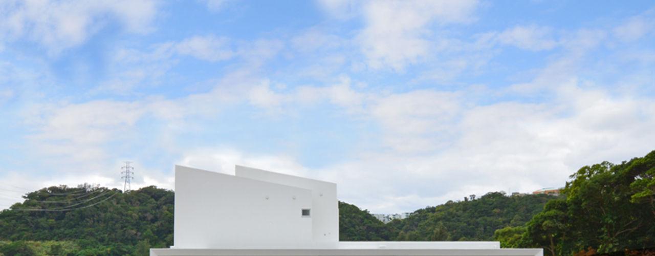 森の二世帯 久友設計株式会社 ミニマルな 家 鉄筋コンクリート 白色