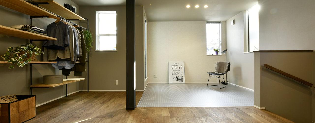 東向き都市型コンパクトハウス「土間と透け天井の家」 タイコーアーキテクト インダストリアルスタイルの 寝室