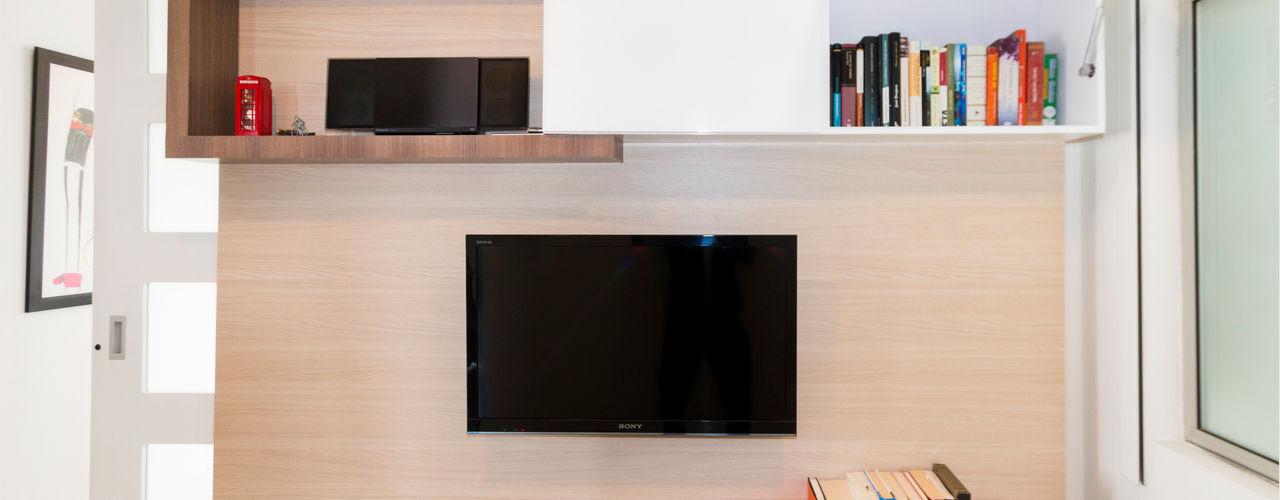 MUEBLE TV + PANEL + PUERTA CORREDIZA (BOGOTA) noc-noc EstudioAlmacenamiento Aglomerado Acabado en madera