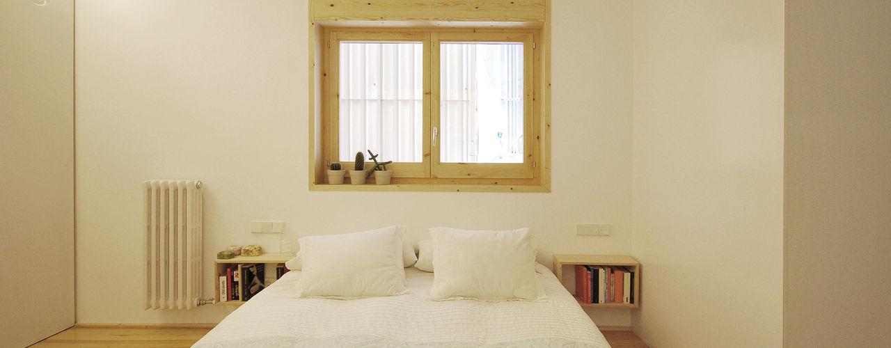 004. DWELLING - AVDA TARRADELLAS Abrils Studio Dormitorios de estilo escandinavo Madera Blanco