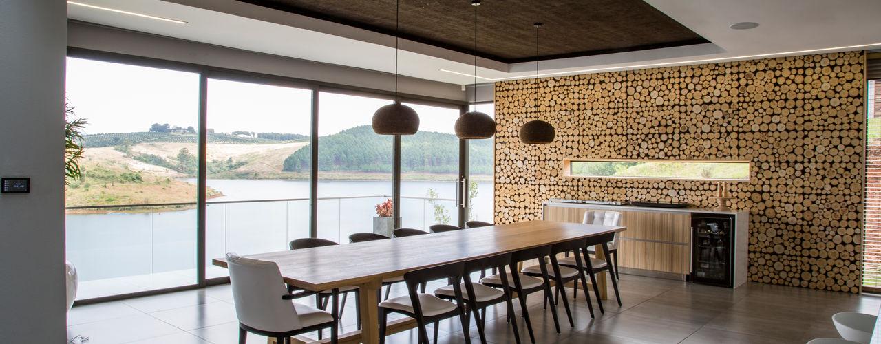 House Ebenezer: A Measure Of Texture AB DESIGN Minimalist dining room