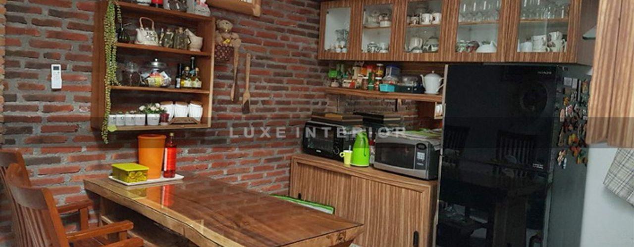 DAPUR luxe interior KitchenCabinets & shelves Kayu Wood effect