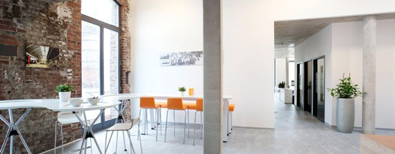 Ein Büroloft mit Flair – Arbeitsflächen für kreative Köpfe Kaldma Interiors - Interior Design aus Karlsruhe Moderne Bürogebäude