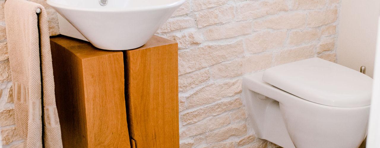 Gäste-Toilette wird zum Raumwunder T-raumKONZEPT - Interior Design im Raum Nürnberg Moderne Badezimmer Holz