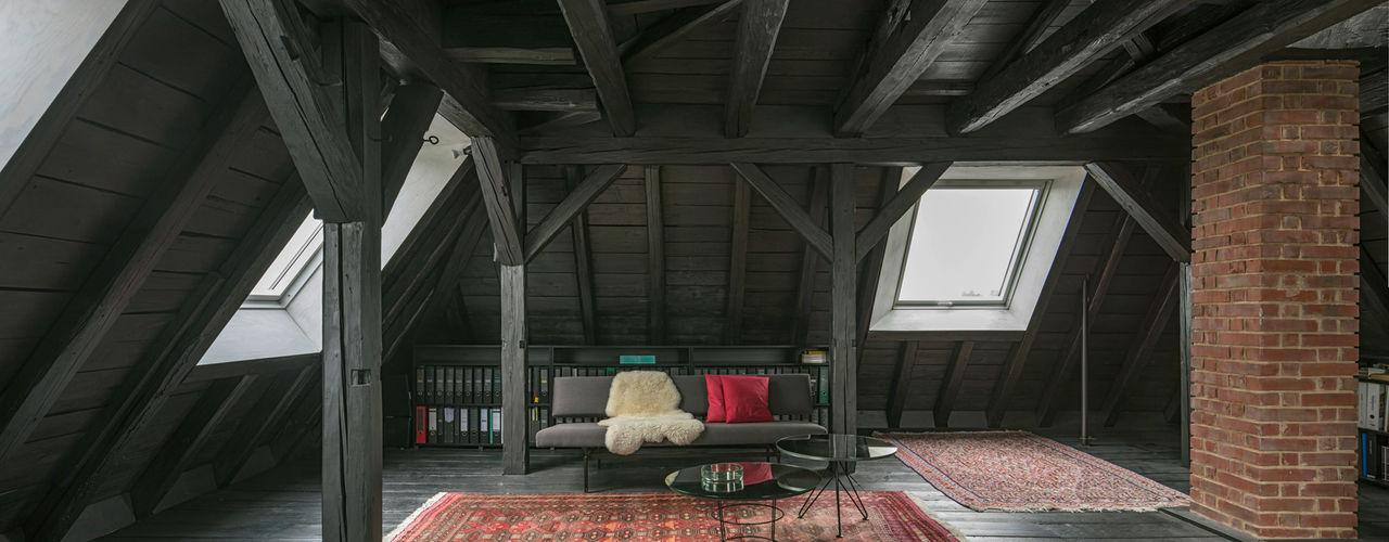 AMUNT Architekten in Stuttgart und Aachen Tetto a padiglione Legno Nero