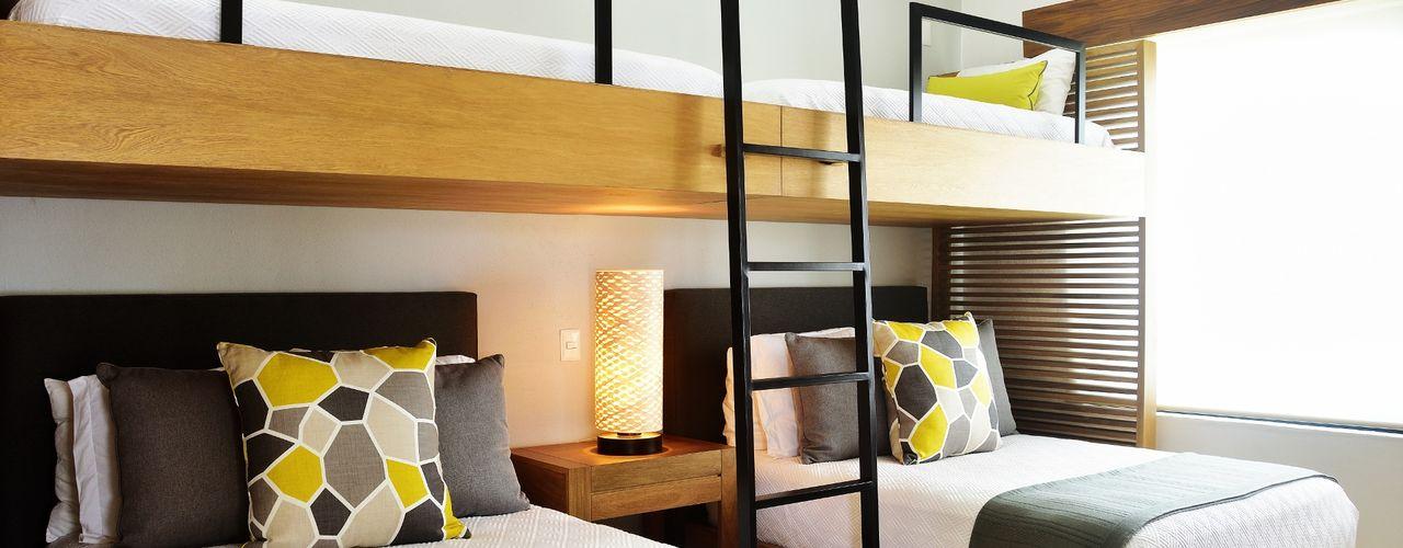 Casa Vista Lagos Excelencia en Diseño Dormitorios infantiles modernos Madera