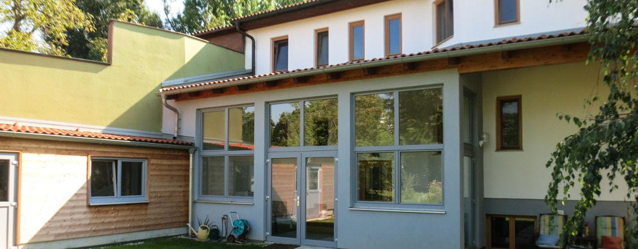 Zubauten Haus Wallner archipur Architekten aus Wien Moderner Wintergarten Ziegel Grau