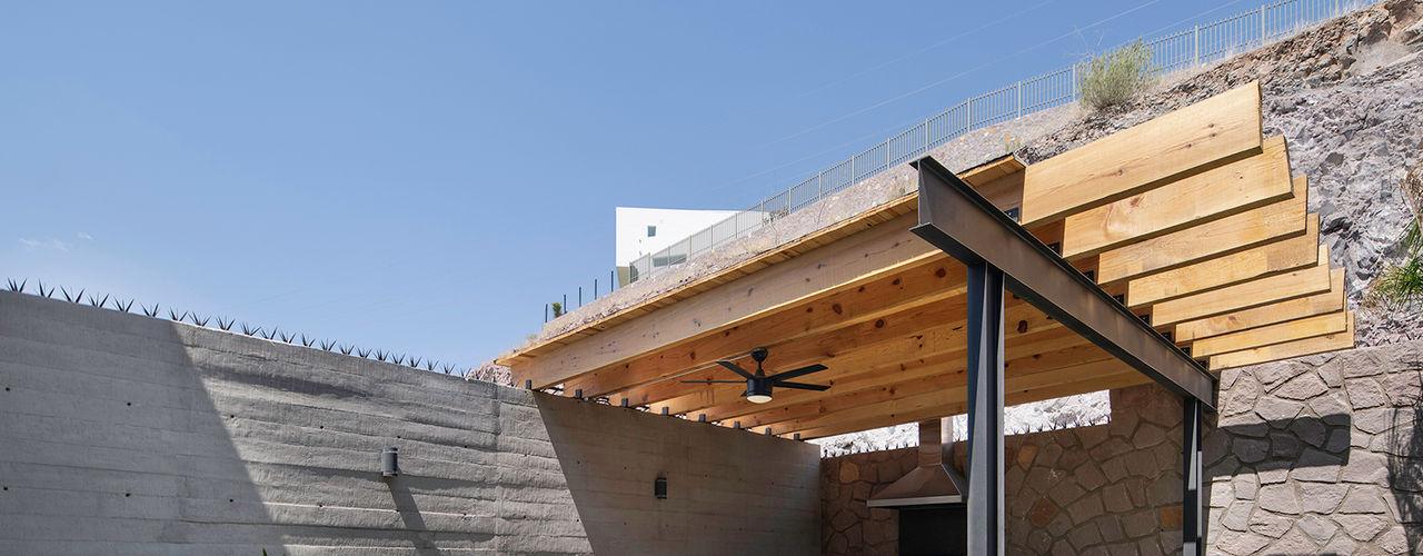 CASA MV Garzamaya Arquitectos Balcones y terrazas modernos Madera Acabado en madera