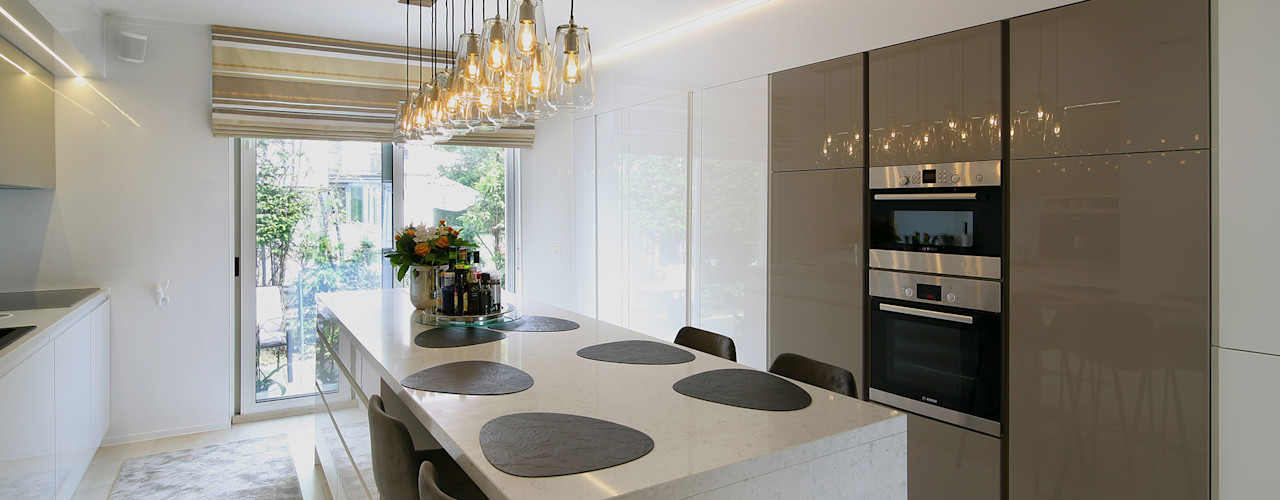 Moderne villa bij Antwerpen Marcotte Style Moderne keukens Marmer Wit