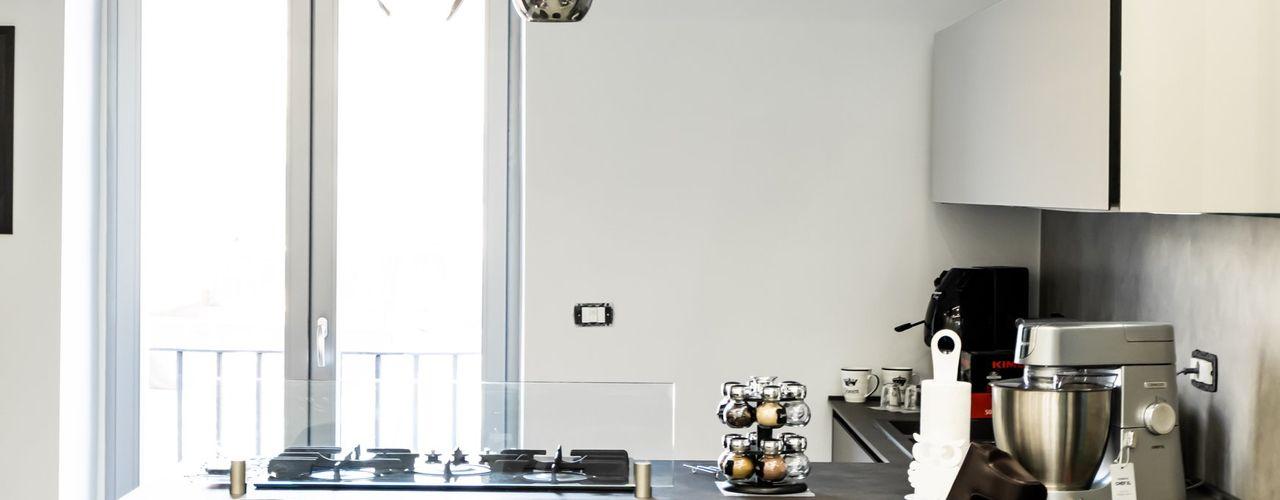 Cucina d'arredamento con penisola a Napoli Meka Arredamenti Cucina attrezzata Nero