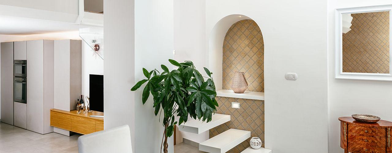 Casa P+R manuarino architettura design comunicazione Ingresso, Corridoio & Scale in stile mediterraneo Legno Bianco