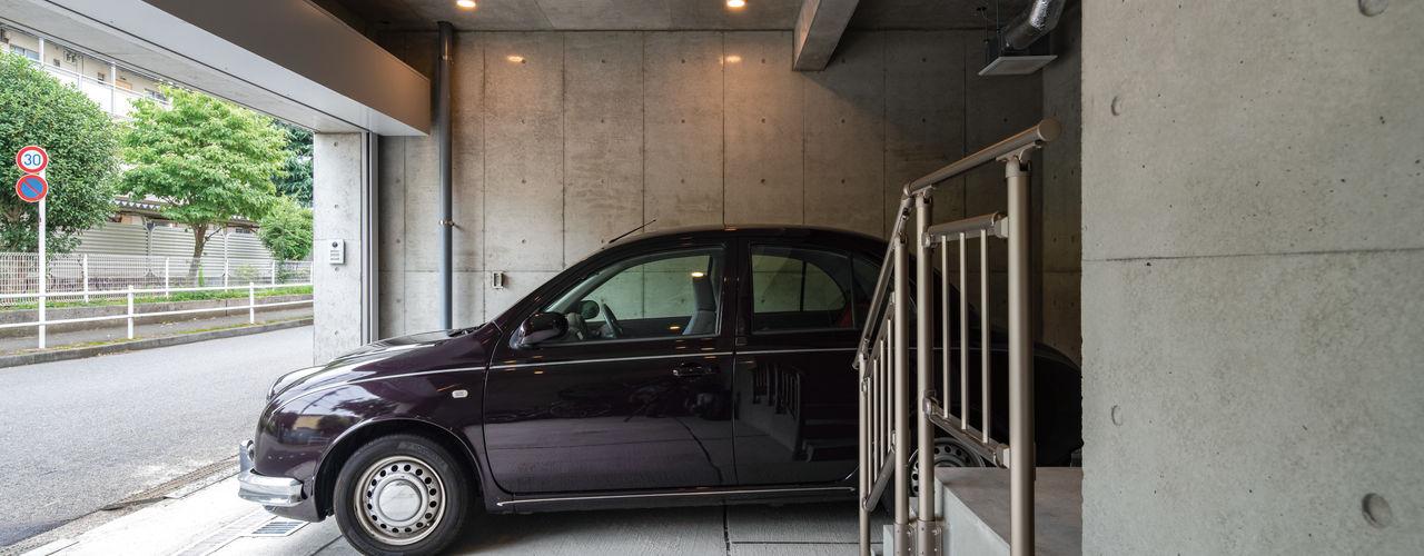 富士見台の家- 地下一体型インナーガレージのある家- 鈴木賢建築設計事務所/SATOSHI SUZUKI ARCHITECT OFFICE モダンデザインの ガレージ・物置