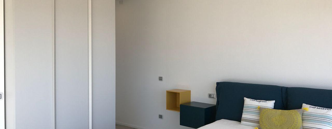 L' Oasis Villa - Cap Martin Studio Zay Architecture & Design Camera da letto moderna Legno Blu