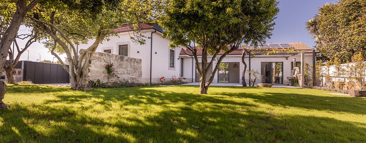 Casa em S. Mamede (arquitetura) ShiStudio Interior Design Arrumos de jardim