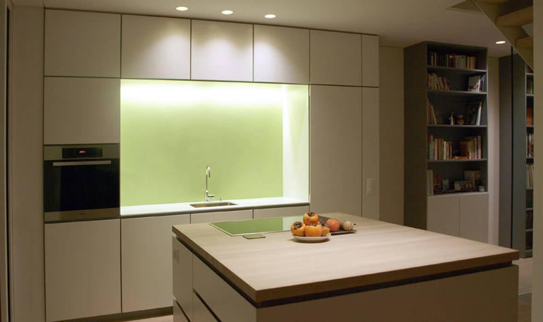 Casa Locarno // Küche Mediterrane Küchen von designyougo - architects and designers Mediterran
