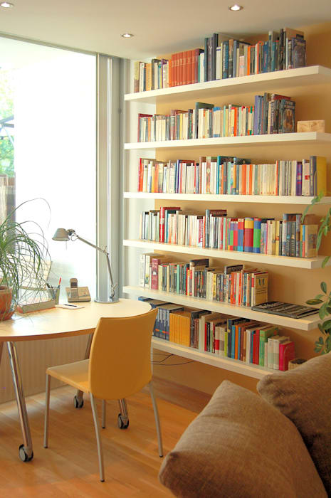 Home Office: moderne Wohnzimmer von Einrichtungsideen