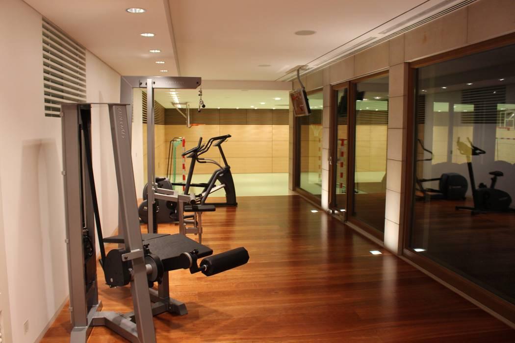 Fitnessgeräte Moderner Fitnessraum von Architekten Graf + Graf Modern