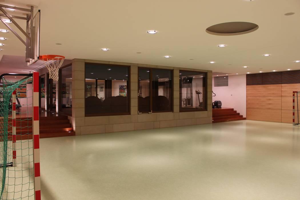 Sporthalle Moderner Fitnessraum von Architekten Graf + Graf Modern