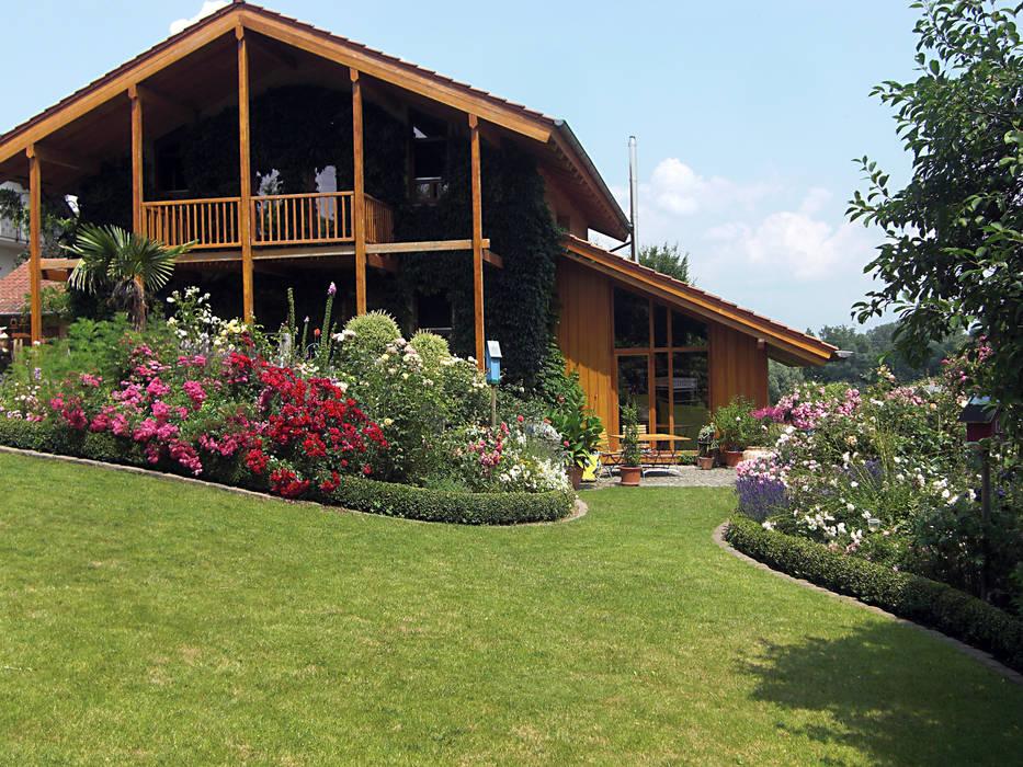 Der romantische Landhausgarten:  Garten von Planungsbüro STEFAN LAPORT