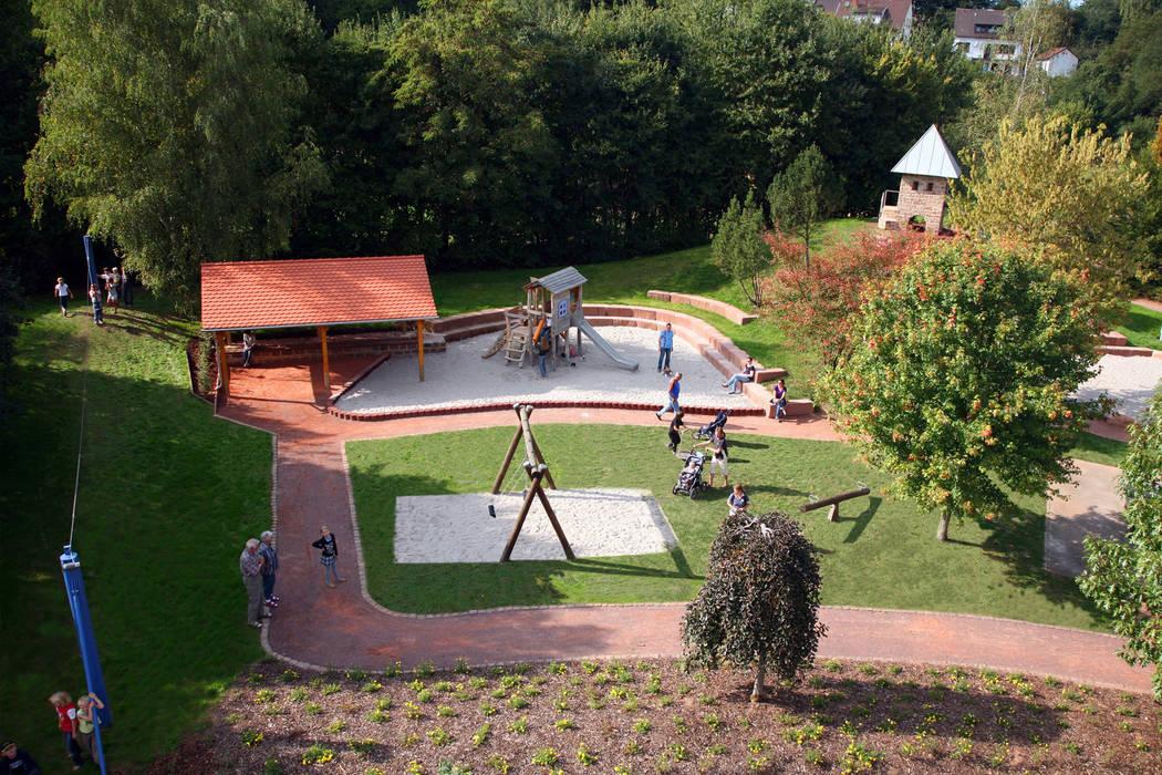 Der Abenteuerspielplatz Klassischer Garten von Planungsbüro STEFAN LAPORT Klassisch