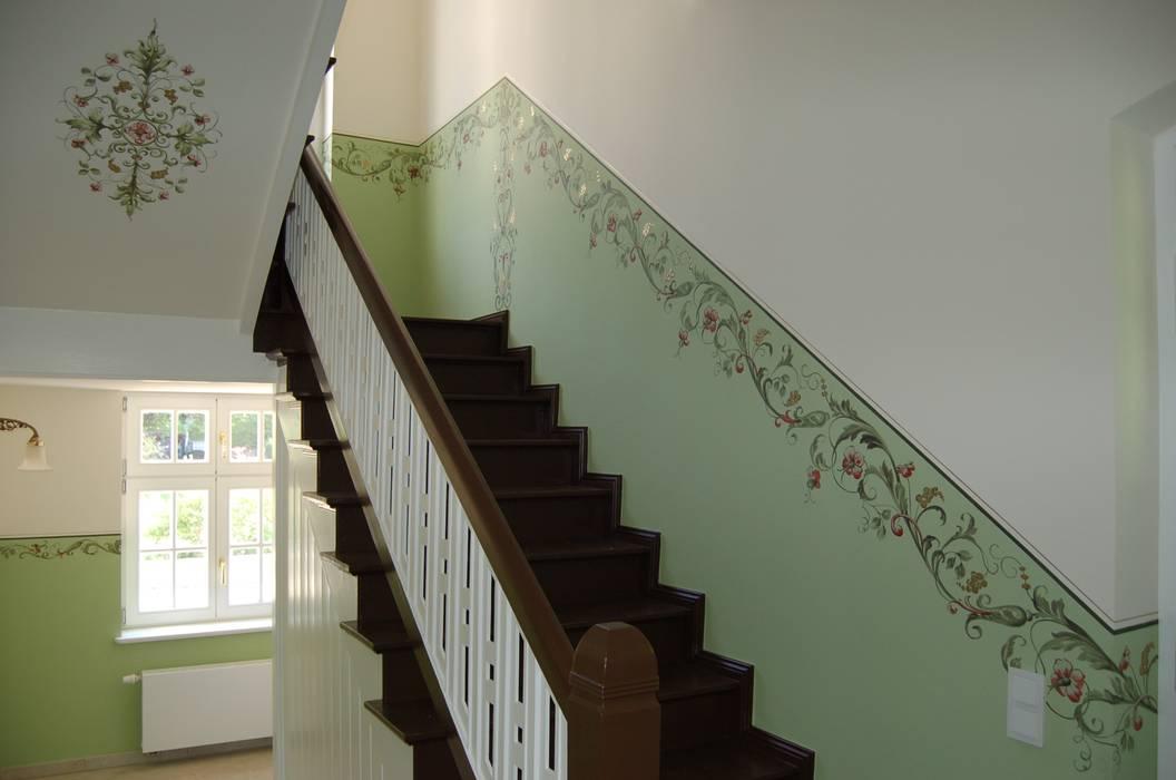 Landvilla Klassischer Flur, Diele & Treppenhaus von Wandmalerei & Oberflächenveredelungen Klassisch