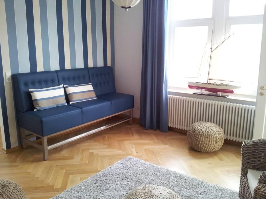Gestaltung der Büros und Aufenthaltsräume der Mooon GmbH Klassische Arbeitszimmer von homify Klassisch