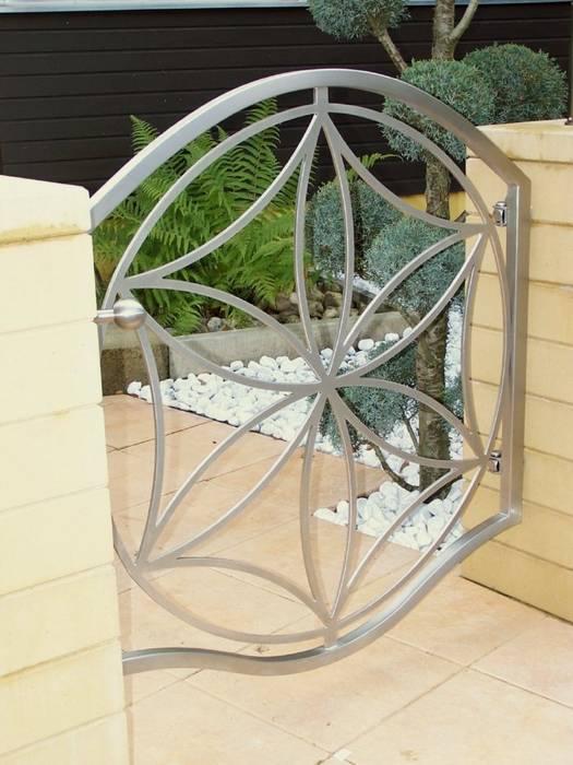 Modern Stainless Steel Gates Jardin moderne par Edelstahl Atelier Crouse - individuelle Gartentore Moderne