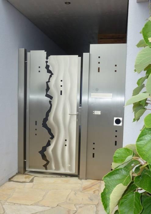 Edelstahl Tore: moderner Garten von Edelstahl Atelier Crouse - Stainless Steel Atelier