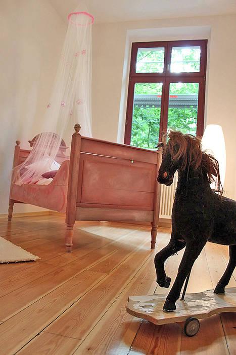 Musterwohnung in san. Altbau-Villa in Leipzig:  Kinderzimmer von wohnhelden Home Staging