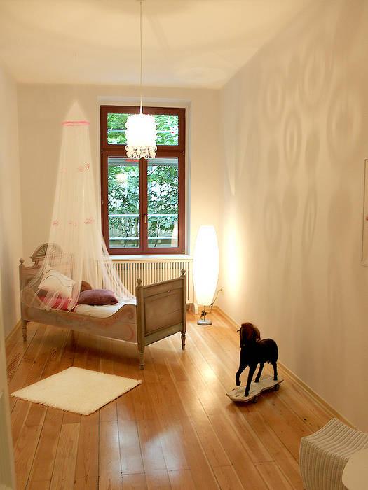 Musterwohnung in san. Altbau-Villa in Leipzig Klassische Kinderzimmer von wohnhelden Home Staging Klassisch