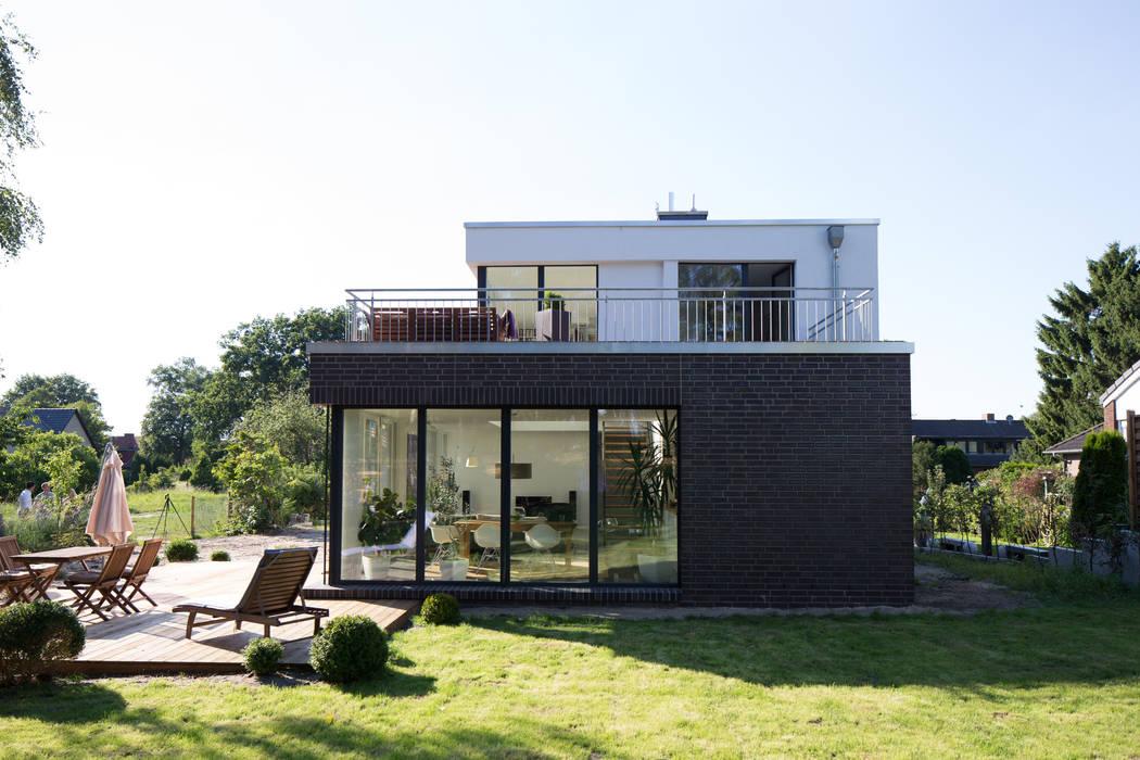 Aussenansicht vom Garten:  Einfamilienhaus von Hellmers P2 | Architektur & Projekte