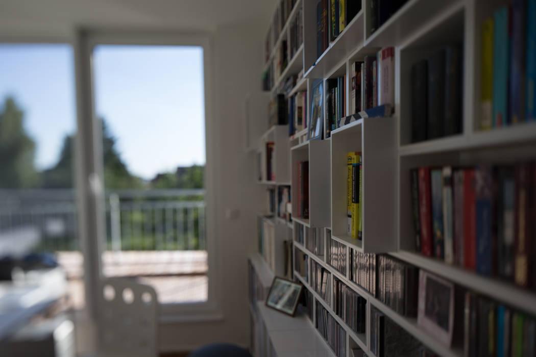 Arbeitsbereich mit Austritt auf die Dachterrasse Moderne Arbeitszimmer von homify Modern