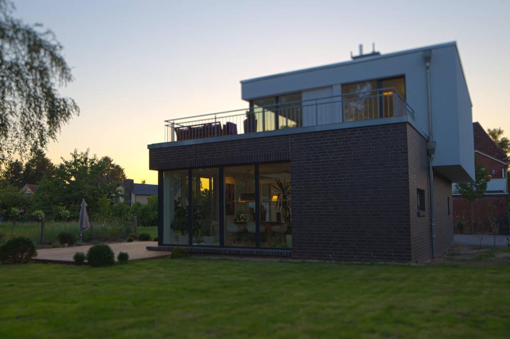 Einfamilienhaus Futura von homify Modern