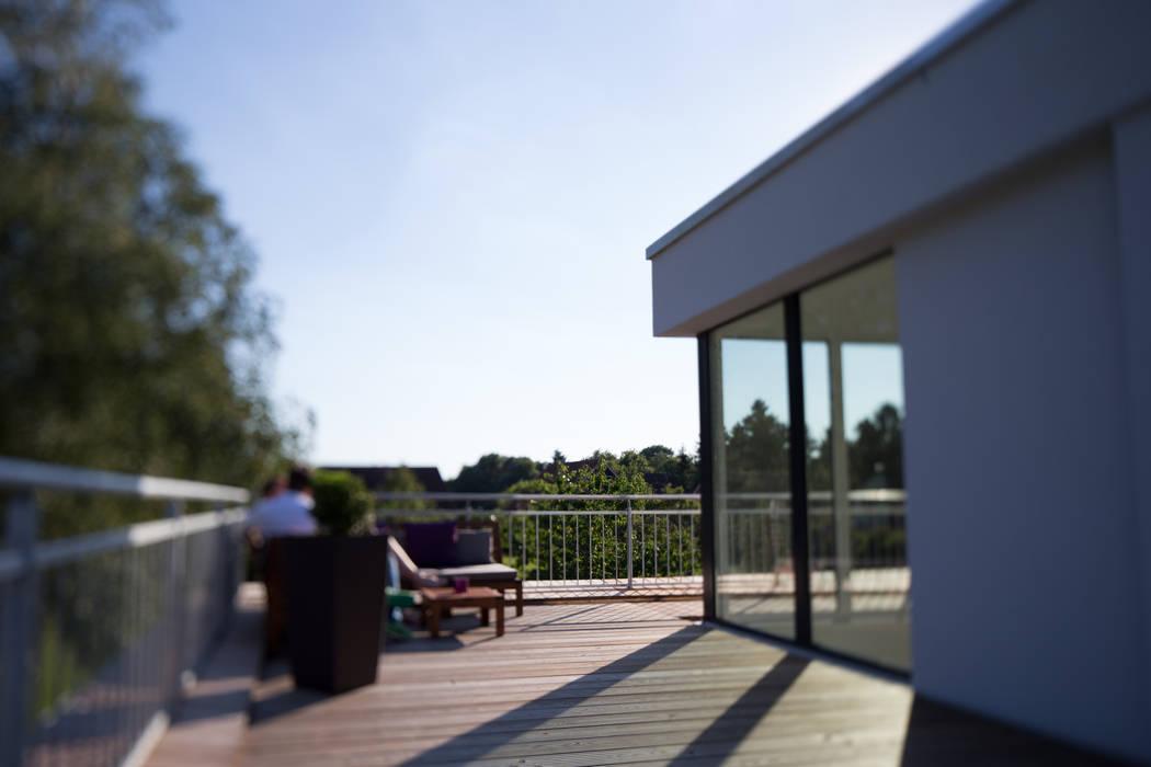 Blick auf die Dachterrasse:  Terrasse von Hellmers P2 | Architektur & Projekte