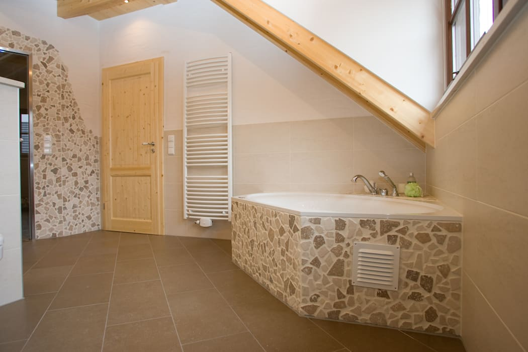 Luxus-bad: badezimmer von fliesen hiersemann,mediterran | homify