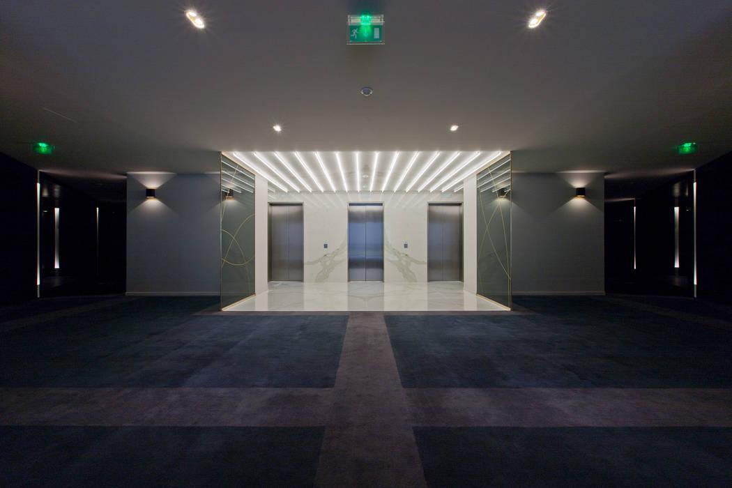 Le triplex d'ascenseur: Bureaux de style  par BOUCHAUD ARCHITECTES