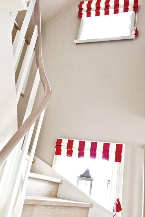 Pasillos, vestíbulos y escaleras de estilo mediterráneo de Phillys Interior Design Mediterráneo
