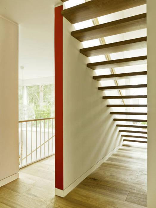 Haus Jacobs Moderner Flur, Diele & Treppenhaus von Innenarchitektur Berlin Modern